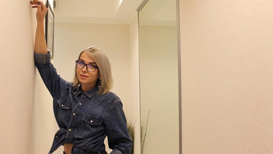 BlondeGirlSam